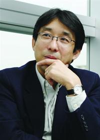 東京大学大学院情報学環教授 佐倉統氏。人間はある意味,人と人との絶対的な感覚を生得的に持っていると思います
