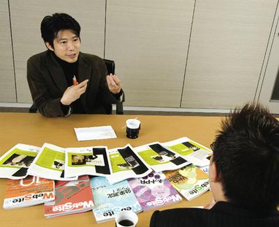 奥:関心空間代表取締役 前田邦宏氏。(撮影:蝦名悟)