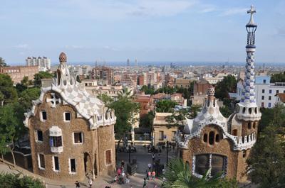 郊外にあるグエル公園から眺めるバルセロナの街