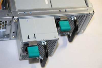 2重化された電源ユニット。交換もワンタッチで行えます