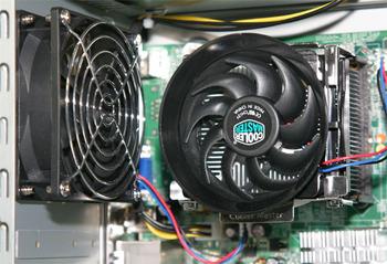 図4 CPUファンと排熱ファンの位置