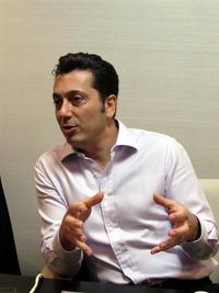 1つ1つの質問に対して,丁寧に,そして熱く語ってくれたMelih Abdulhayoglu氏