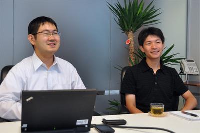 白畑真氏(左)と大久保修一氏(右)