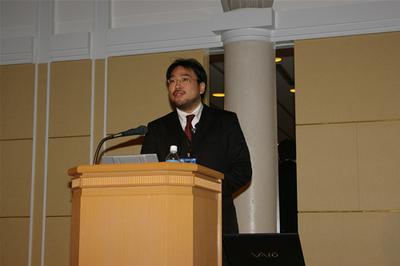 壇上のマイクロソフトの小野寺氏