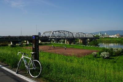 写真2 久世橋。午前中はまだ涼しく,走りやすい