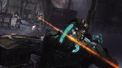 「Dead Space 3」のダイエジェティック手法。背骨のようなものがパワーゲージになっており,画面には提示がない