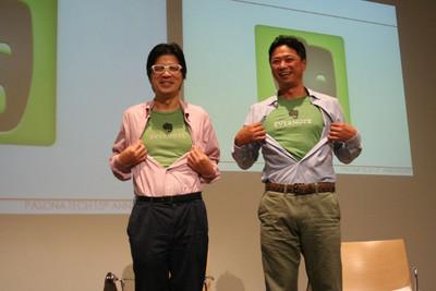 Evernote日本法人会長 外村仁氏(左),パソナテック代表取締役社長 吉永隆一氏(右)