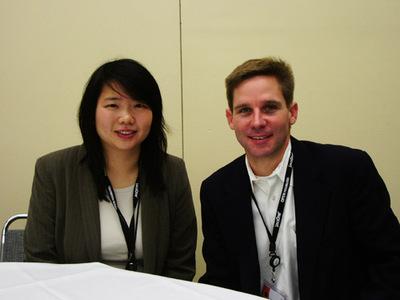John Muhlner氏(右)とJacqui Chang氏(左)