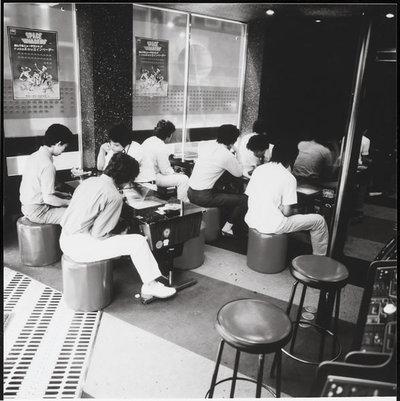写真2 1978年ごろの当時の模様。「インベーダーハウス」と呼ばれるスペースインベーダーのみを置くゲームセンターが各地にでき,社会現象にまでなった