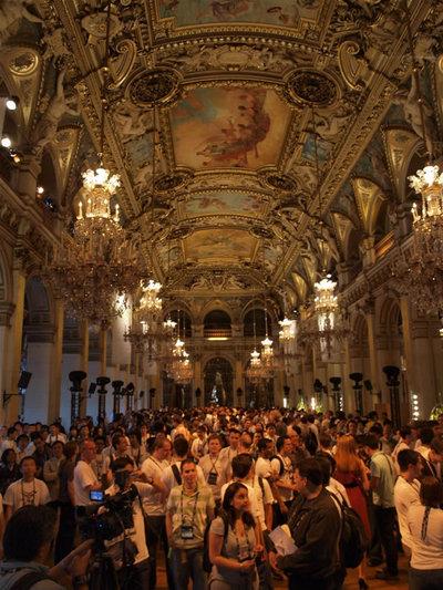 写真1:豪華絢爛の大広間で行われたオープニングセレモニー。これが市庁舎とは信じられません
