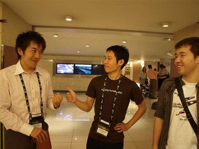 写真4:先生と一緒にいる松下君と前山君に遭遇。前山君に「先生ぐっじょぶ!」ポーズをしてもらいました