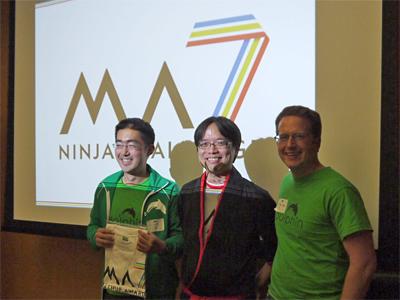 WinnerとなったDolphin Browser開発者たち(中央は川崎氏)