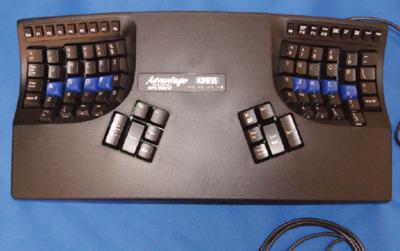 写真2 KINESISコンタードキーボード(Advantage)