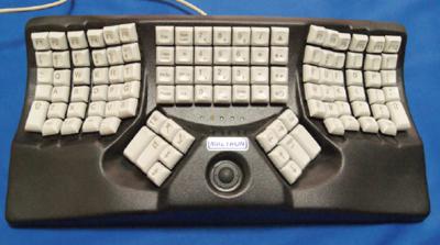 写真5 Maltron dual hand 3Dキーボード