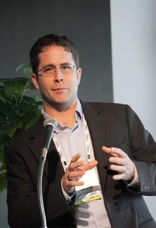 モデレーターを務めたThe Linux FoundationのBrian Warner氏