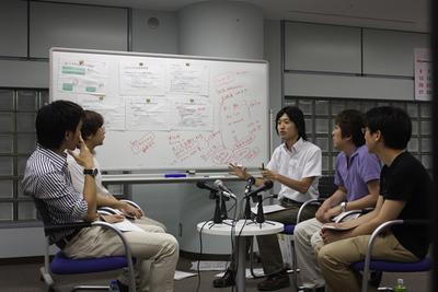 話をまとめる,正野さん。座談会っぽい雰囲気