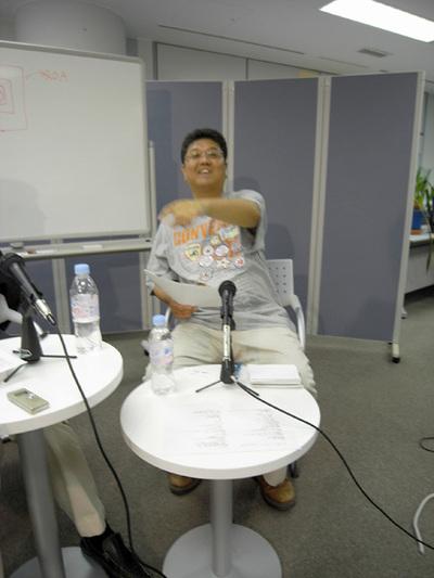 談笑する山本氏と羽生氏