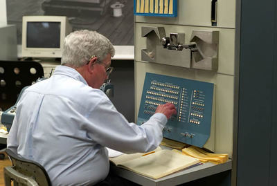 Russell that operates PDP-1 in Computer Museum