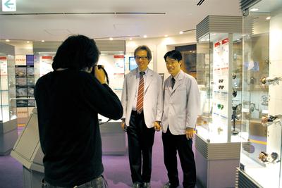 「デンソーギャラリー」での撮影。開発製品がズラリと展示されています。