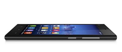 Xiaomi Mi 3。端末のデザインは,iPad nanoにも似ている