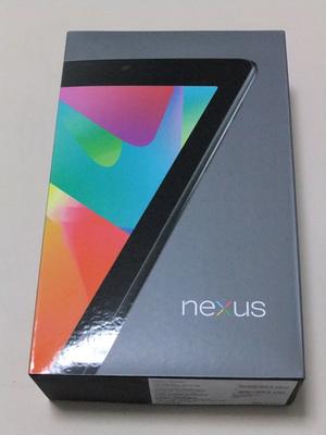Nexus 7のパッケージ。一部では,32GBストレージの端末が届いているようですが,筆者の端末は16GBでした