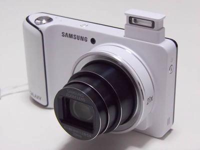 単なるニコイチではないGALAXY Camera。白いボディは清潔感があって良い