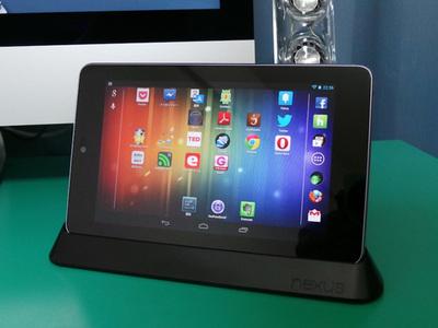 動画の視聴に使っているGoogle Nexus 7。活用にはDockが必須アイテム