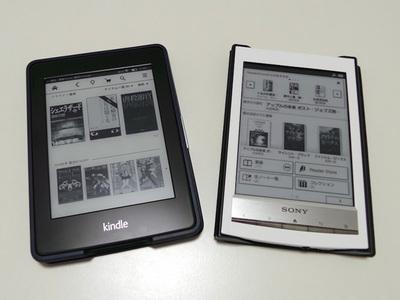 Amazon KindleとSonyリーダー。Kindleの方が少しだけ小さい