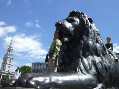 図1 ロンドンのトラファルガー広場のライオン像。