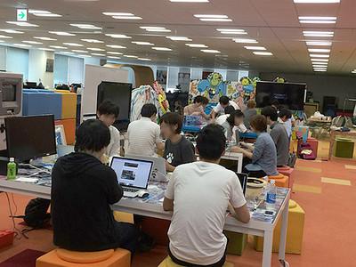 ハッカソンの様子(http://obun.typepad.jp/blog/2014/07/2014_07_22.htmlより)