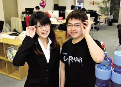 渋谷のシェアオフィスにて。spice lifeではオリジナルTシャツが作れるサービスを展開している