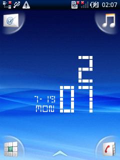 ホーム画面。アプリ起動ボタンが画面四隅に配置されている