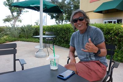 なんかすげー健康そうになってる社長。IGS Hawaii inc.という会社で貸切チャーターをやってます。「写真載っけていい?」って聞いたら「ついでに宣伝しといてー,スタバ代稼がなきゃいけないから(笑)」という返事だったので宣伝入れてみました。