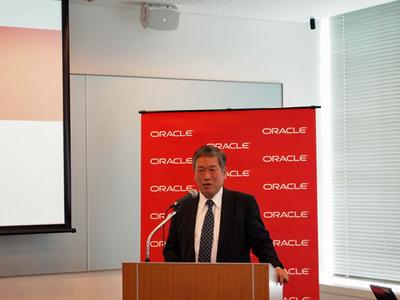 冒頭の挨拶を述べる日本オラクル代表執行役社長 最高経営責任者の遠藤隆雄氏。