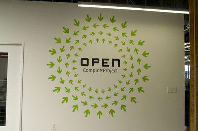 写真5 Open Compute Projectのタイトルイメージが廊下の壁に描かれていた。
