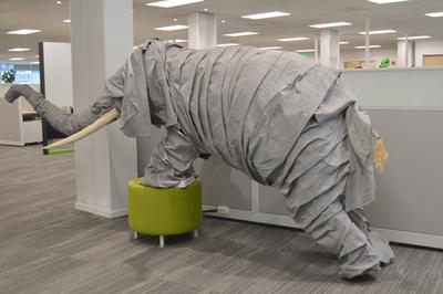 オフィス内には大きなゾウが