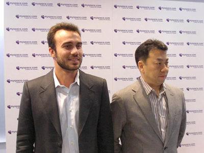 マイスペース株式会社代表取締役 大蘿淳司氏(右)MySpace, Inc.最高技術責任者 Aber Whitcomb氏。