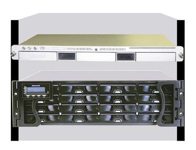Mac Xserve,S16F AV-Optimizedシリーズをラックマウントに取り付けたイメージ