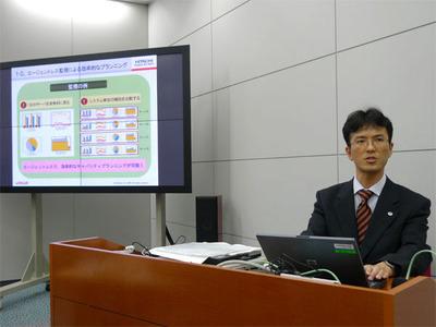 同じく発表会において,新バージョンの強化ポイントを解説する同社JP1マーケティング部 主任技師 更田洋吾氏