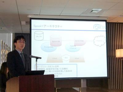Spookのアーキテクチャおよび今回のリニューアル実装について説明する,フォルシア(株)取締役技術部長 原田均氏。