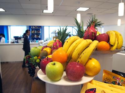 栄養管理を行うべく,各種フルーツも豊富に用意。