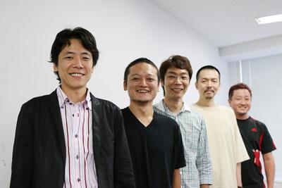 クリエイティブ顧問ズのメンバー。左から,森田氏,角掛氏,坂本氏,住氏,佐分利氏