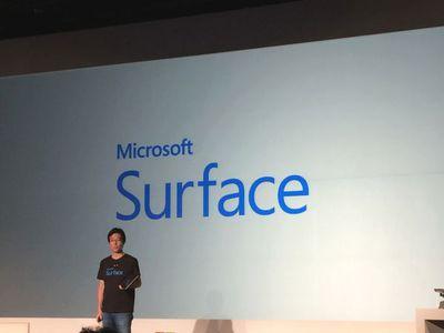 登場してすぐ「やばい,すごい」と,Surface Pro 3の印象を表現した同社代表執行役社長 樋口泰行氏