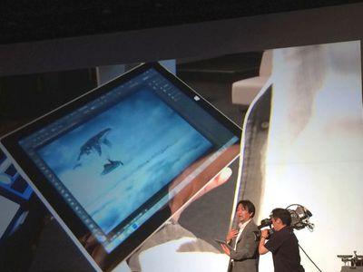 アドビ システムズ株式会社マーケティング本部の栃谷宗央氏が,開発中のSurface対応となるPhotoshop CCのデモを行った