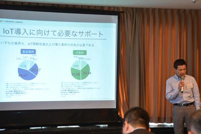IoT関連事業の具体的な展開について説明するトレジャーデータ(株)代表取締役社長,三橋秀行氏。日本のユーザ企業向けに導入支援を強化していくという。
