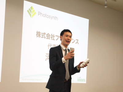 開設にあたり,IoT Future Lab.へのデバイス展示に参画した株式会社フォトシンス代表取締役 河瀬航大氏。同社はドアに設置し,スマートフォンで開閉をコントロールできるデバイス「Akerun」の開発・販売を行う