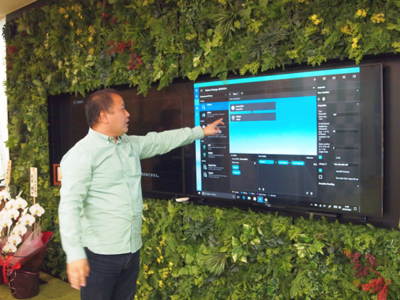発表会後,IoT Future Lab.のオープンスペースにて,同所長の田村氏が,現在開発中のIoTソフト開発基盤「Gravity」のデモを紹介した。PlatioがM2P領域をカバーしているのに対し,GravityはM2M領域,つまりデバイス間の直接通信および制御をカバーしていくものになるそうだ