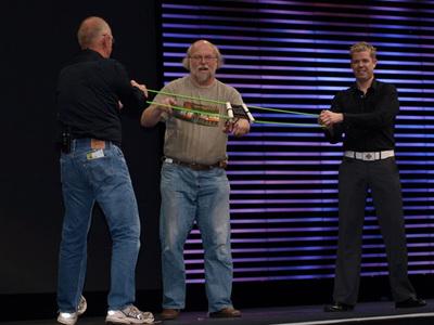 2008年のJavaOneでのゴスリング氏,恒例だった「Tシャツシュート」