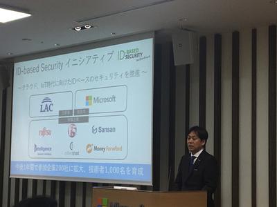 「パートナーとともにデジタルトランスフォーメーションを実現するために」というテーマで,今回のイニシアティブの位置付けについて説明をする日本マイクロソフト株式会社 執行役常務ゼネラルビジネス担当 高橋明宏氏