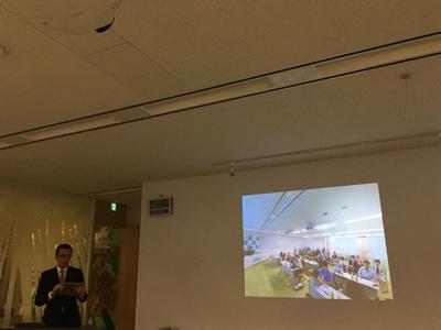 発表会中,THETAで撮影した360度画像を使ったデモンストレーションを行う,同社ネットサービス事業本部製品技術部長 中嶋誠氏